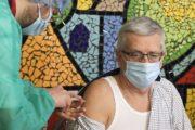 Začína sa očkovanie seniorov